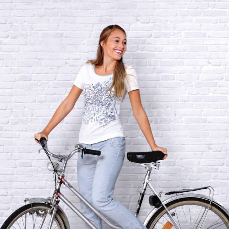T-Shirt, Bio-Baumwolle, Namasté, Lotus, Print, Frau, Fahrrad, Lächeln, Jeans, blau, blue, smile, Bike, organic-cotton